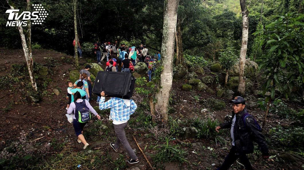 圖/達志影像路透社 3000人移民隊伍進入墨西哥 續朝美國挺進