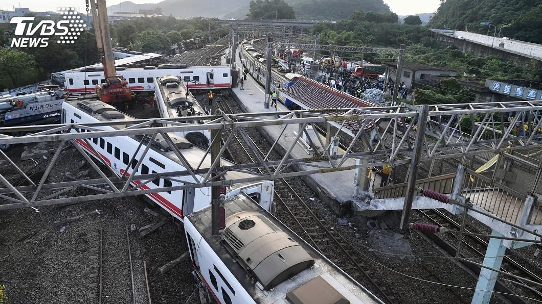 運安會公布普悠瑪列車出軌補強調查最終報告。(圖/中央社) 普悠瑪列車「故障仍上路」 司機手忙腳亂錯失減速
