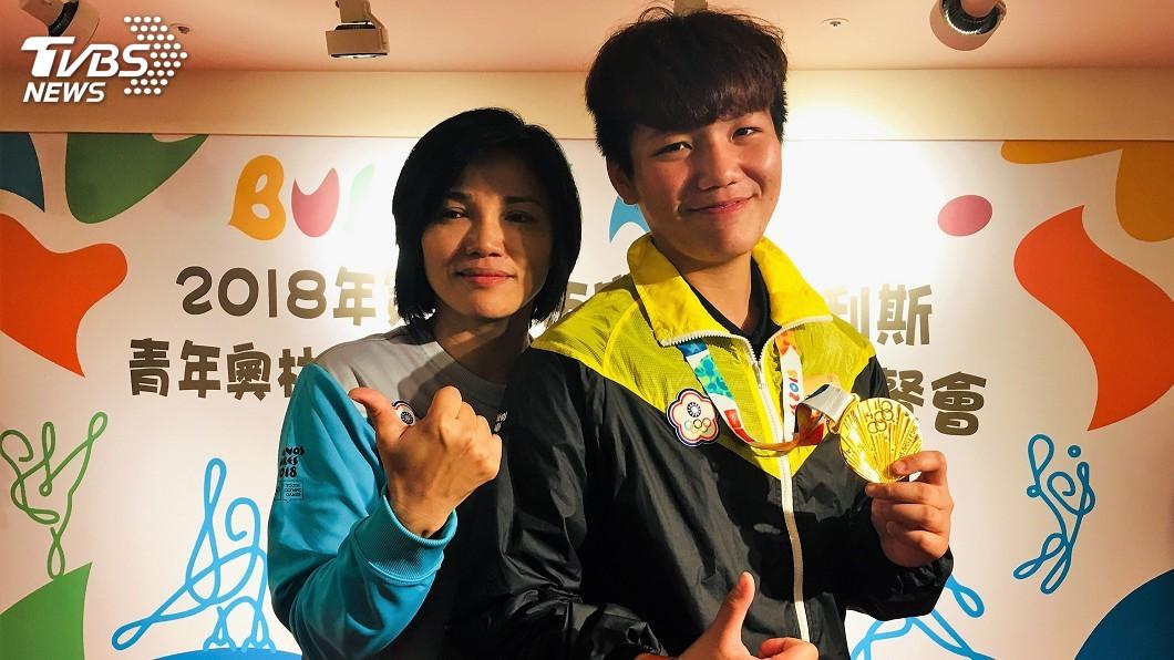 圖/中央社 青奧柔道摘下金牌 劉俐伶難捨籃球夢