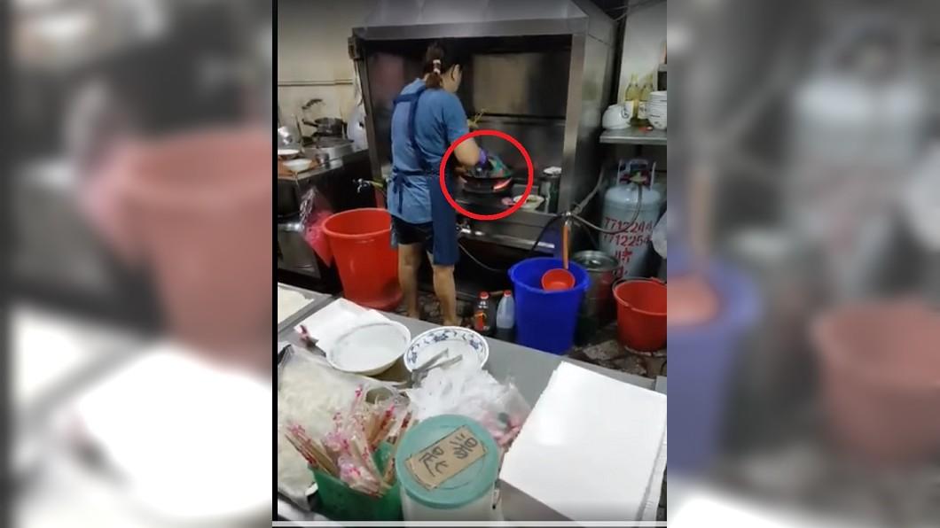 圖/翻攝自爆料公社 高雄人氣店爆「尼龍米粉」齊下鍋 網嚇傻:整鍋塑化劑!