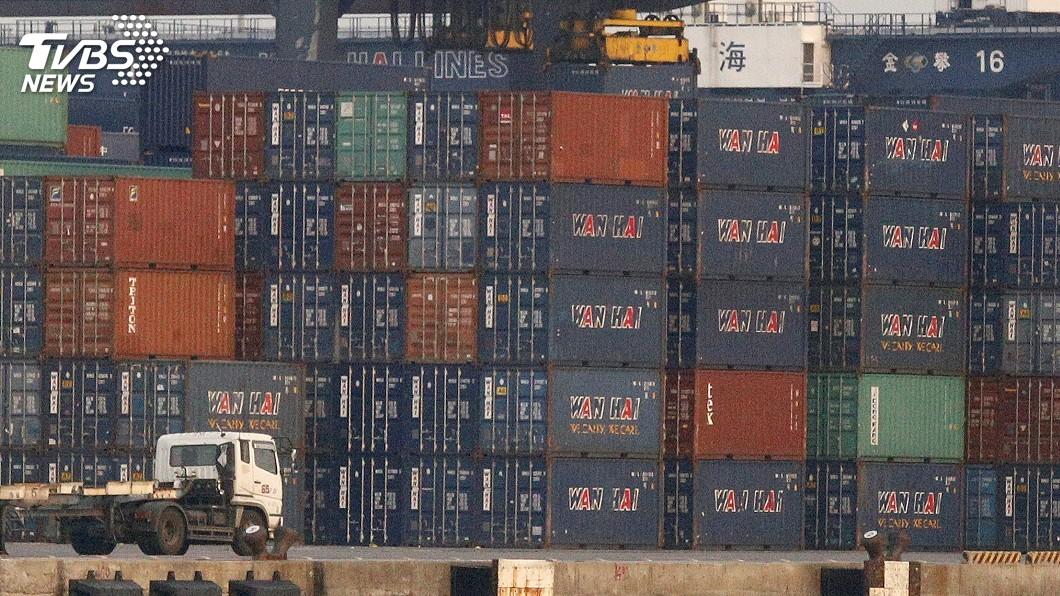 圖/中央社 10月出口年減1.5%連二黑 旺季遇貿易戰亂流