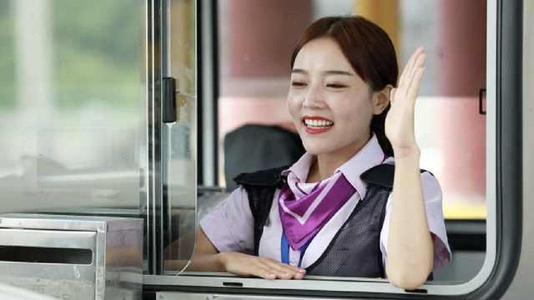 不少人看到彭莉琴的笑容紛紛被融化了。(圖/翻攝自微博)