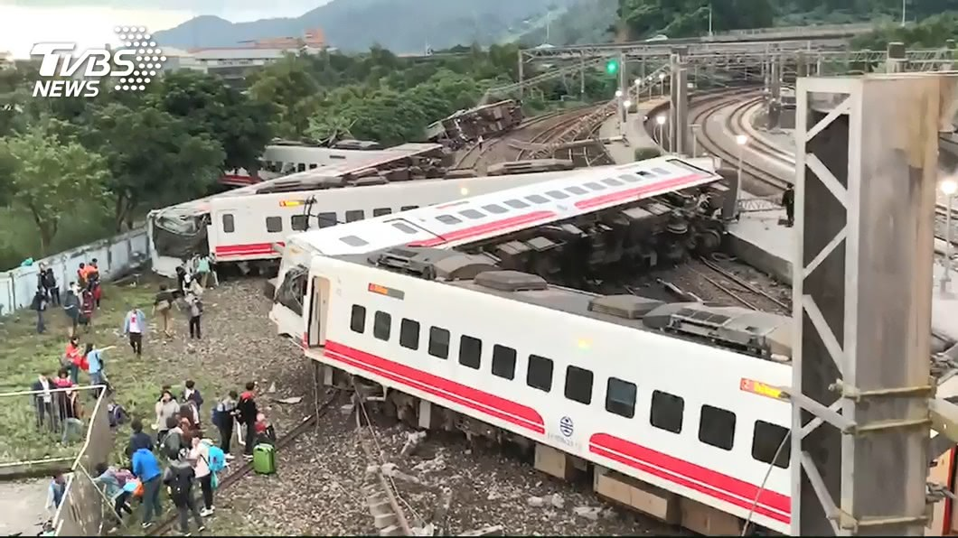 圖/TVBS 普悠瑪翻覆誰的錯?台鐵員工提證據:超速恐非主因