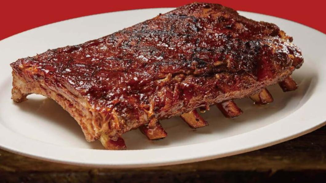圖/Texas Roadhouse 德州鮮切牛排 是你嗎?證件有「1、0、2、5」 火烤豬肋排免費吃