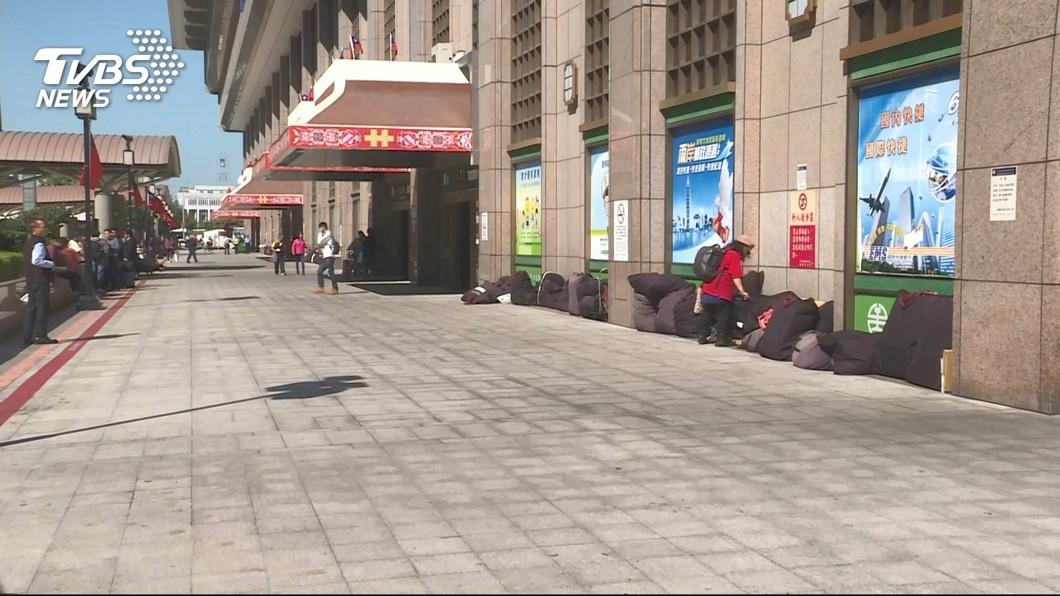 患有精神障礙的男子,在台北車站的停車場中隨機砍人。(示意圖/TVBS) 北車隨機砍人!他停車遭刺8公分刀傷險送命