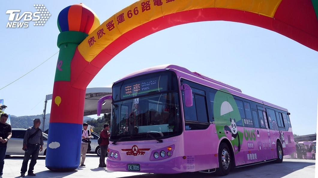 圖/中央社 北市首條電動公車路線啟動 31日前免費搭乘