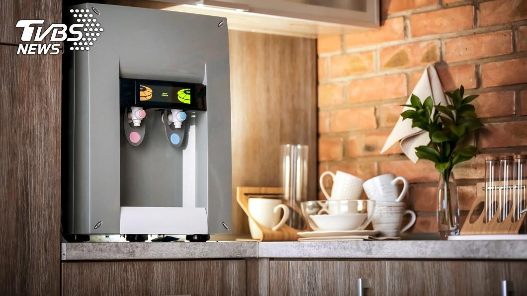 專家發現茶水間因為人來人往,細菌反而較容易滋生。示意圖 / TVBS