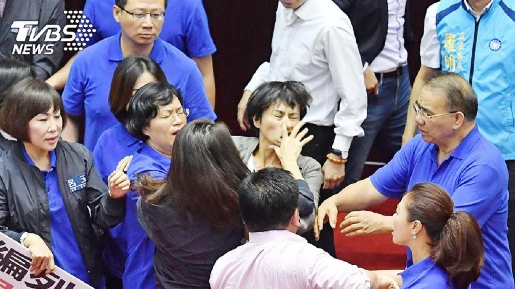 圖/TVBS資料畫面 邱議瑩引眾怒!網點名美女戰神 求「降龍十巴掌」出江湖