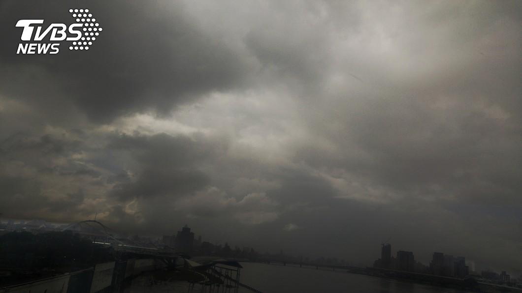 圖/中央社 玉兔北轉恐3天豪大雨 一張圖秒懂各地影響