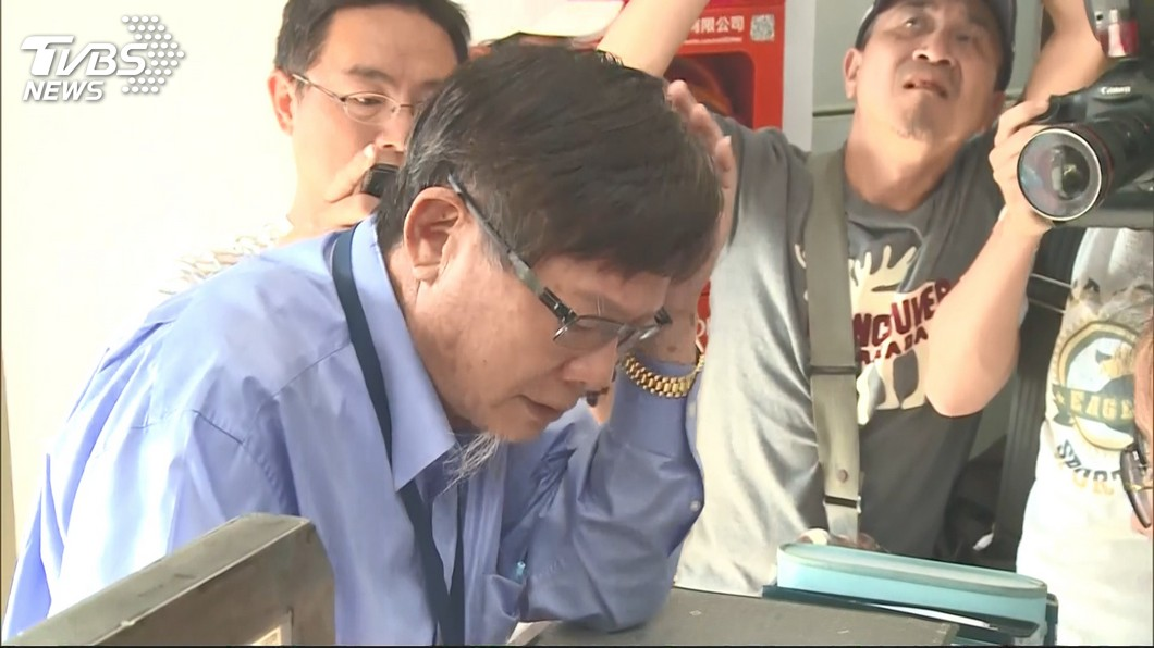 圖/TVBS 保釋當晚遲向警方報到 陳慶男11/1準時簽到