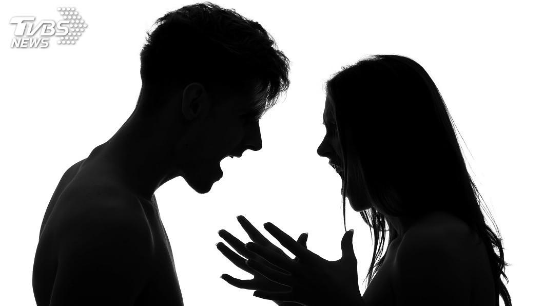 許多夫妻會因彼此花錢方式不同起爭執。(示意圖/Shutterstock達志影像) 買糖給孩要看妻臉色 人夫暴怒:讓妳變宮女!