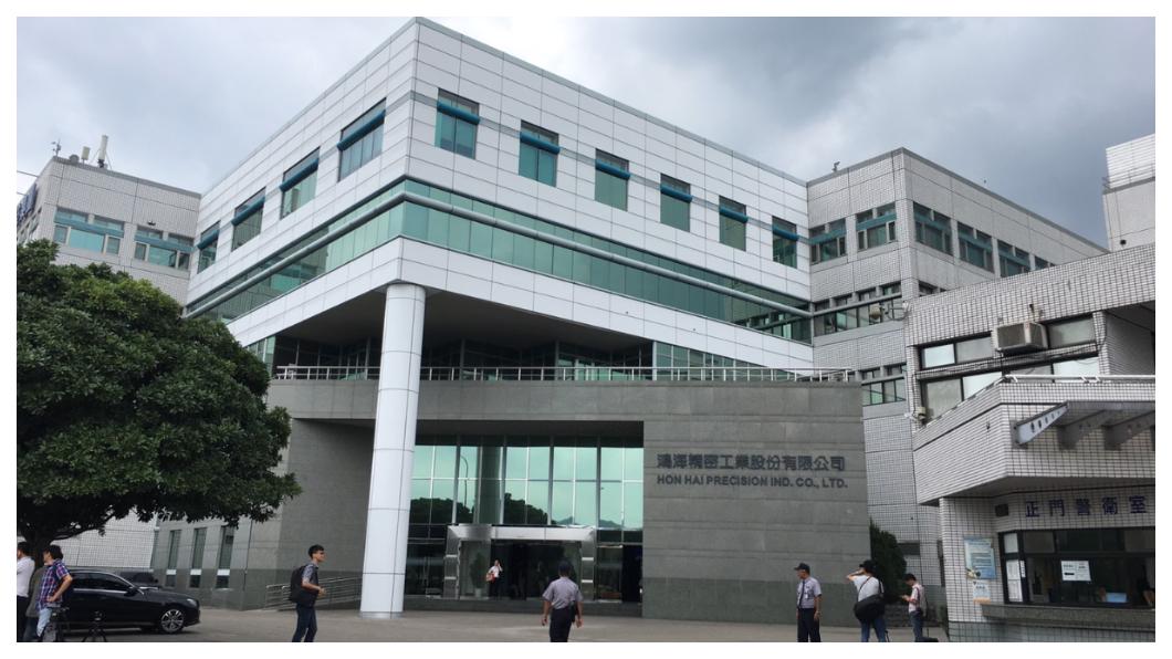 成立44年的鴻海集團,在台北土城工業區(如圖)做連接器起家,1991年上市,一路成長為年營收4.7兆的全球組裝代工大廠,現在鴻海正承受轉型期的陣痛,力拼從組裝代工業者,轉型為「未來世界整合者」。    圖/TVBS