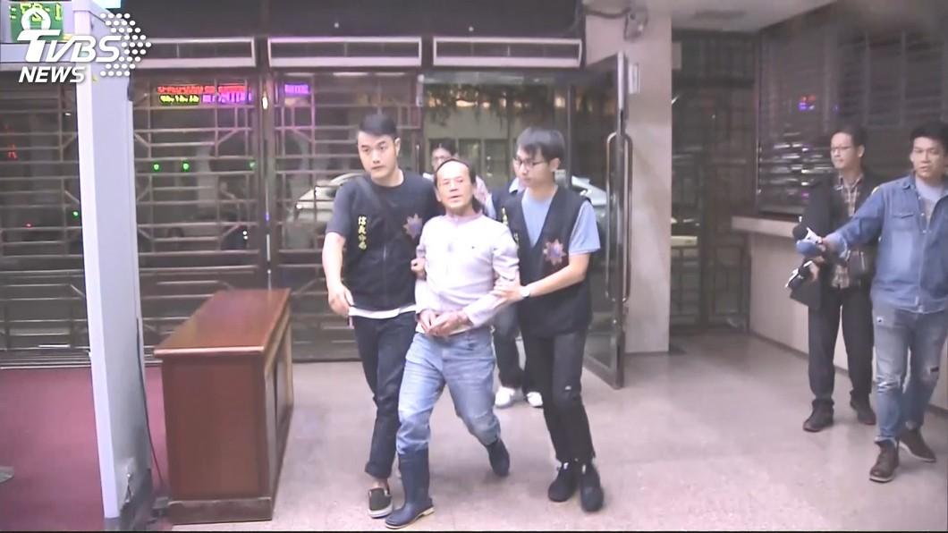 圖/TVBS資料畫面 曾持鋼筋打傷賴香伶 李明彥又到勞動局大鬧、摔酒瓶