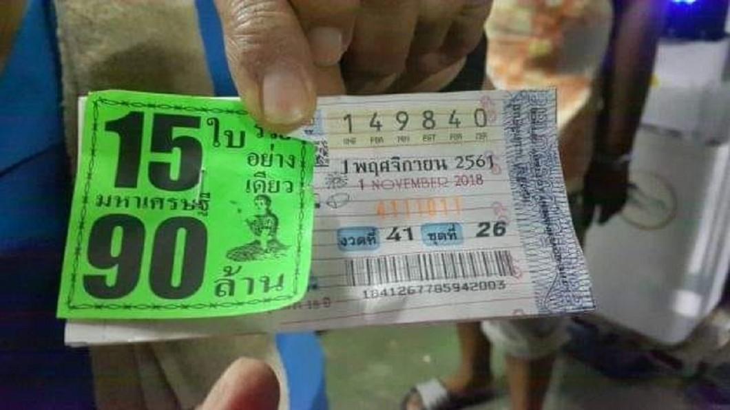 婦人利用車禍號碼,意外中了9千萬元泰銖。圖/翻攝自Nat Nongphai臉書 用車禍號碼中獎近9千萬元 婦人遭警告「小心招來報應」