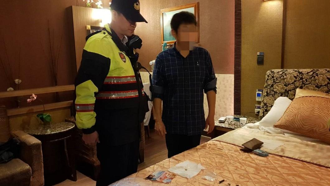 警方在曾男住處發現1包安非他命,隨後將鄭、曾兩人移送偵辦。圖/基隆市警察局第四分局 提供