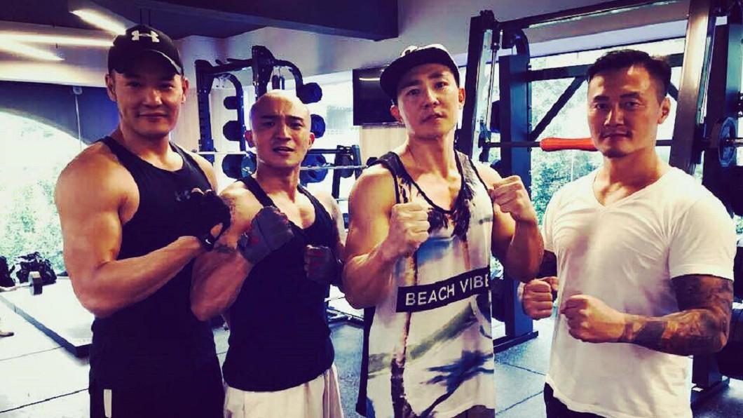 小禎表示丁春霆(圖左)是小馬(左2)的朋友,大家常約一起健身。(圖/翻攝自丁春霆臉書)