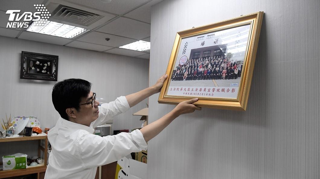 圖/中央社 回立法院打包 陳其邁:未來都會搬到市政府