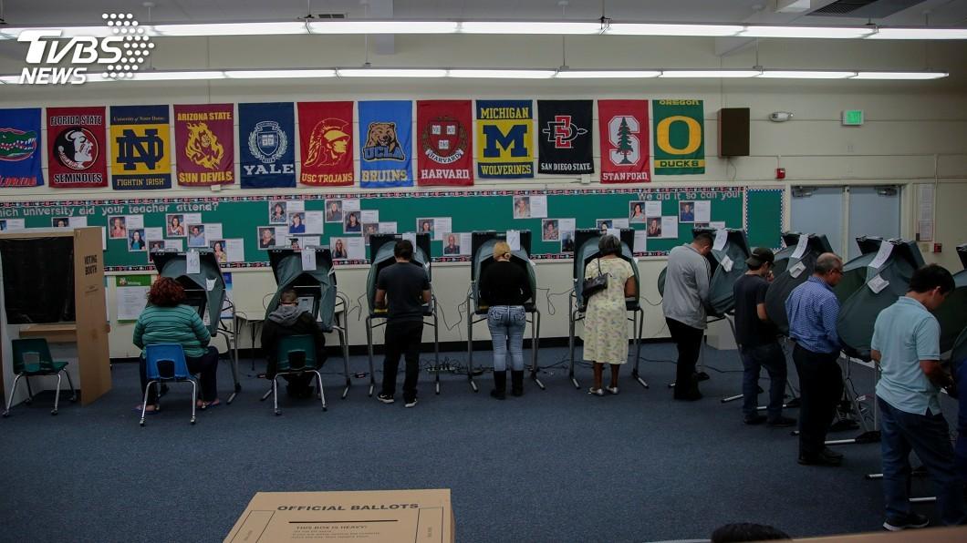 圖/達志影像路透社 美國期中選舉 加州陽光下選民踴躍投票