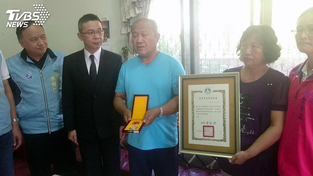 圖/中央社 普悠瑪事故罹難教師李詩涵 教育部頒教育勳章