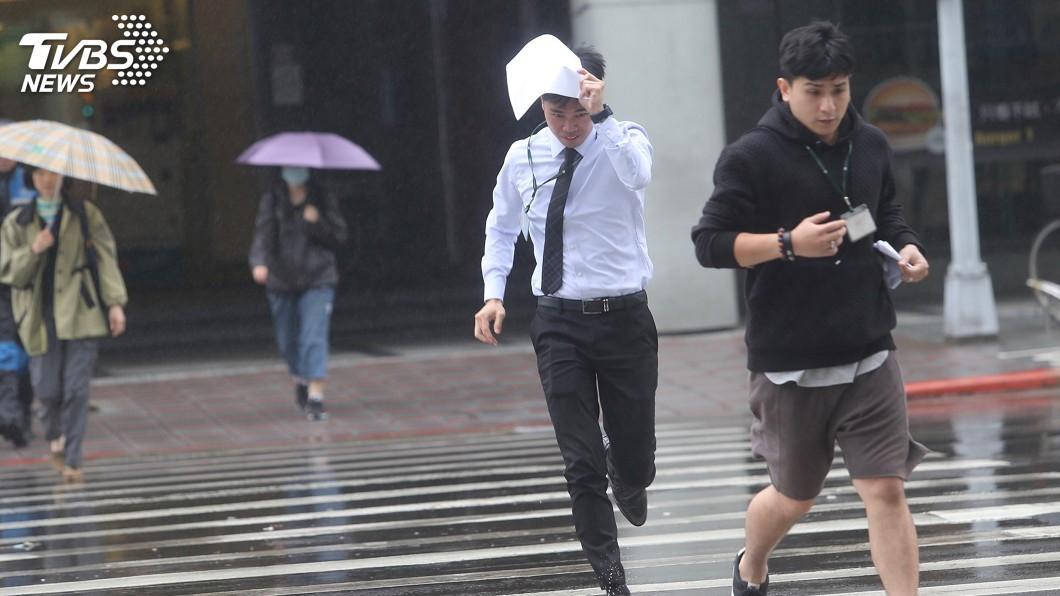 圖/中央社 東北風增強 宜蘭、花蓮留意局部大雨