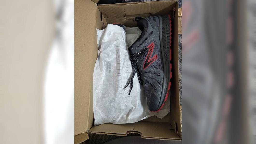 圖/翻攝自臉書「爆怨公社」 超過1千就搖頭...女兒幫節儉父買鞋 抱怨文逼哭網友