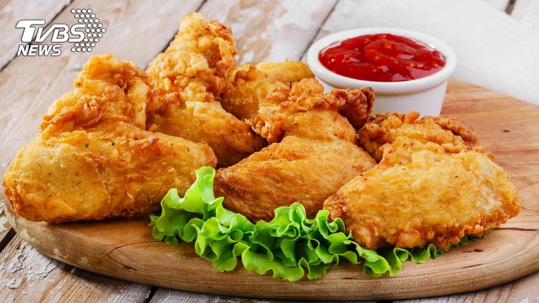 薄多義推出2、3月壽星免費吃雞翅優惠。 (與本文無關,示意圖/shutterstock達志影像) 身分證拿出來!餐廳推對中「歲數送幾隻」爽吃雞翅山