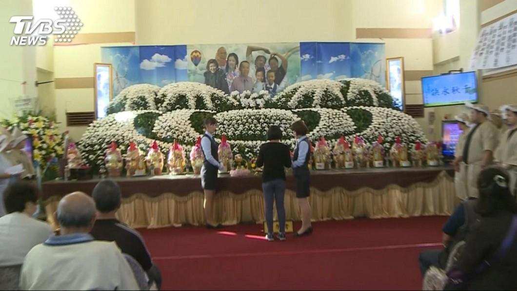 董家8人因上月普悠瑪事故罹難,今舉辦告別式。圖/TVBS資料畫面 普悠瑪8罹難者出殯 董家親戚捐3套急救器材助人