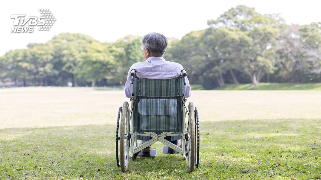 示意圖,非當事人。圖/TVBS 年輕外遇不斷…病老求妻照顧 輪椅翁下場淒涼