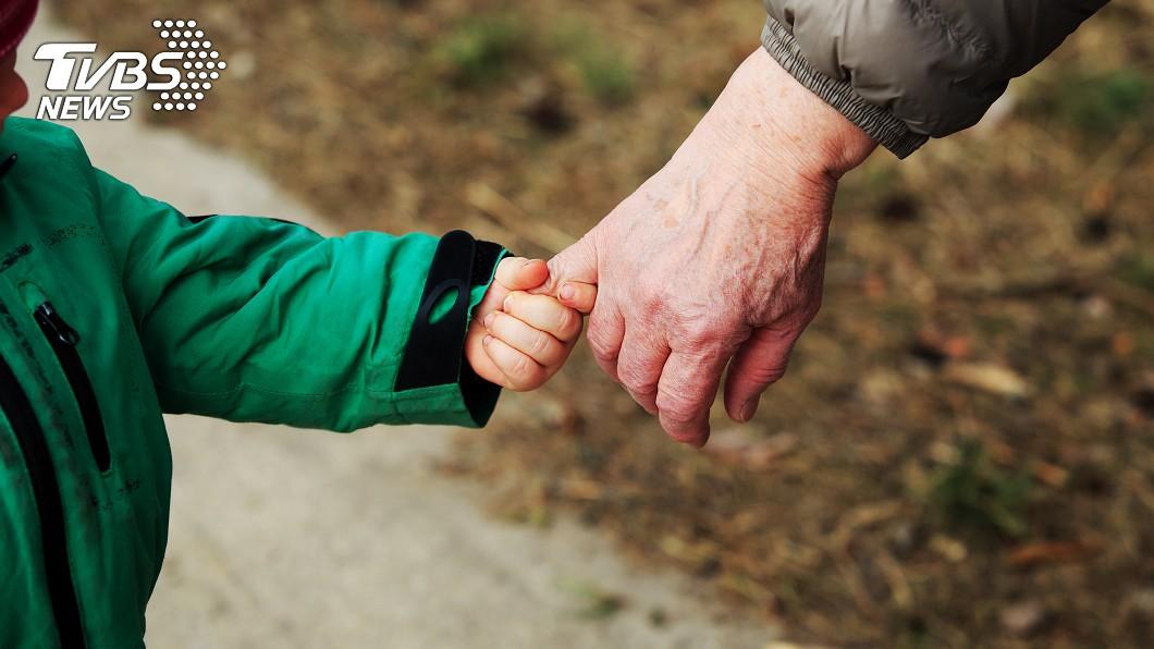 是意圖,非當事人。圖/TVBS 媽媽男友補償10年父愛 她失去後才懂得珍惜
