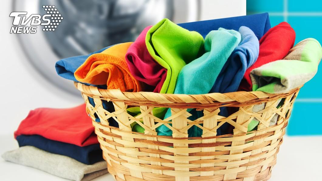 示意圖。圖/TVBS 衣服多久洗一次? 專家:這件「衣櫃必備」穿5次再洗
