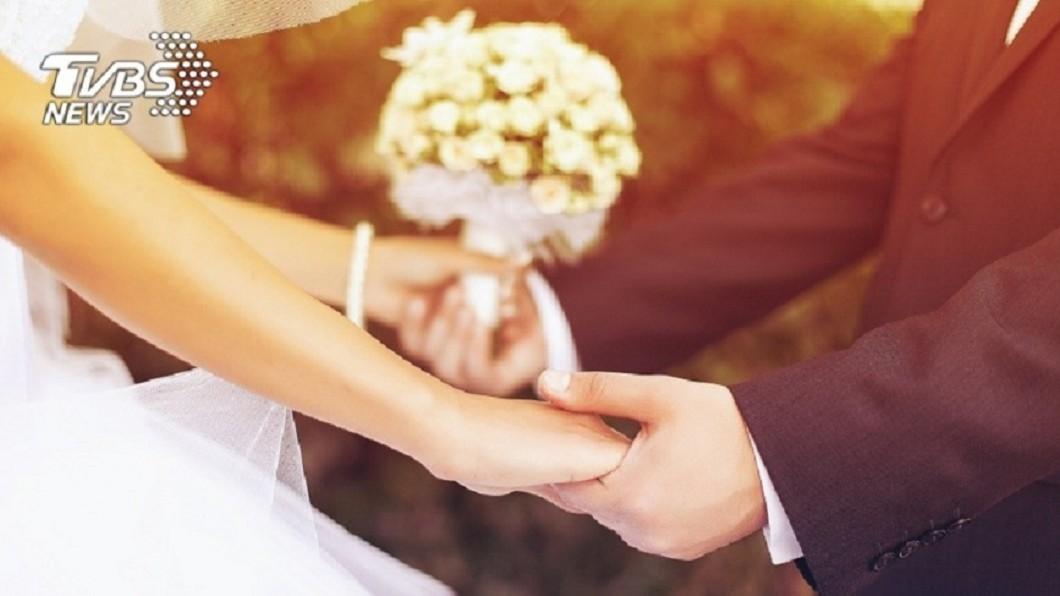 國外一名女網友婚禮前一天得知未婚夫劈腿,她並未取消婚宴,而是計劃一場報復行動。(示意圖/TVBS) 收到未婚夫劈腿簡訊 準新娘在婚禮「復仇」