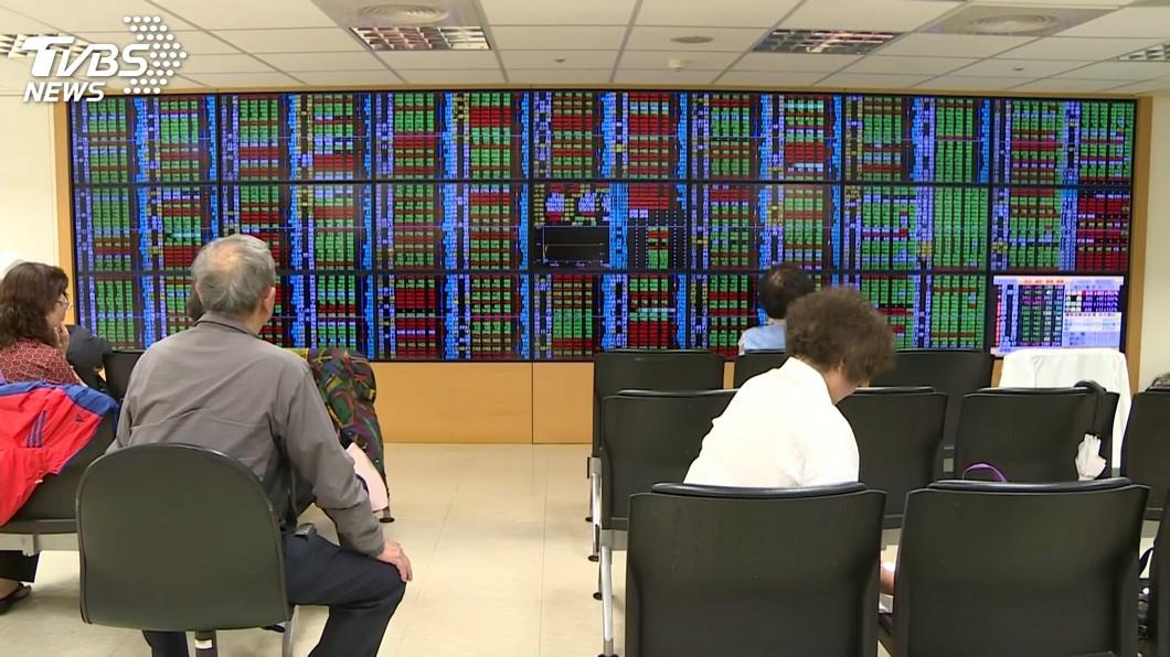 圖/TVBS 美股收紅 台股站上月線可期