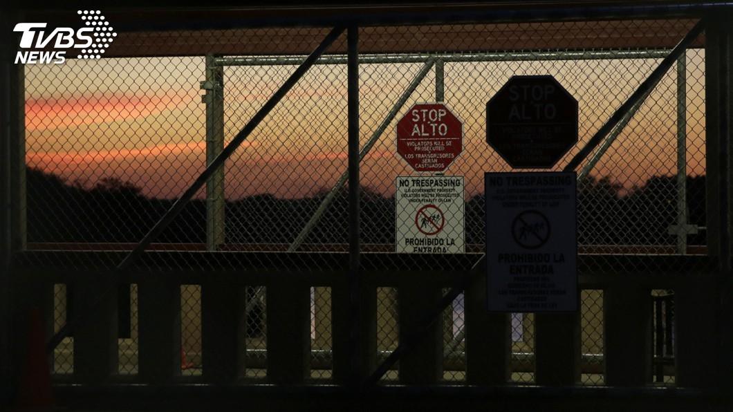 圖/達志影像美聯社 阻擋中美洲移民湧入 有刺鐵絲網盤踞美墨邊界