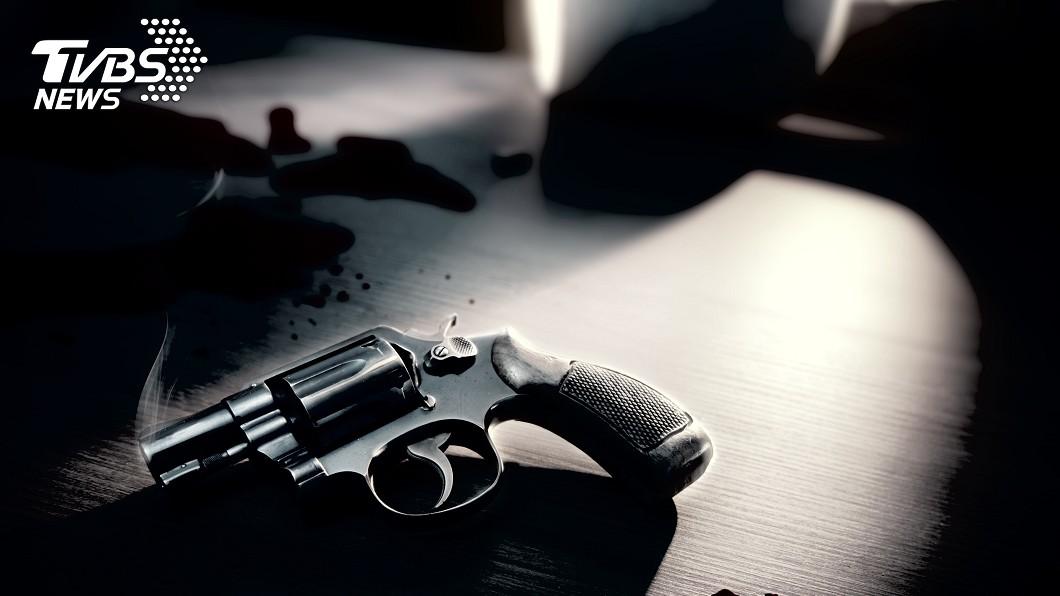 示意圖/TVBS 79歲勇嬤遇搶匪不怕 開槍怒嗆「射爆你大腦」