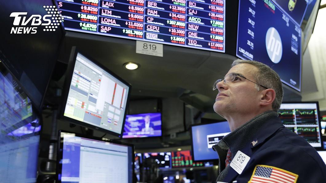 圖/達志影像美聯社 經濟陰霾籠罩 美股道瓊重挫496點
