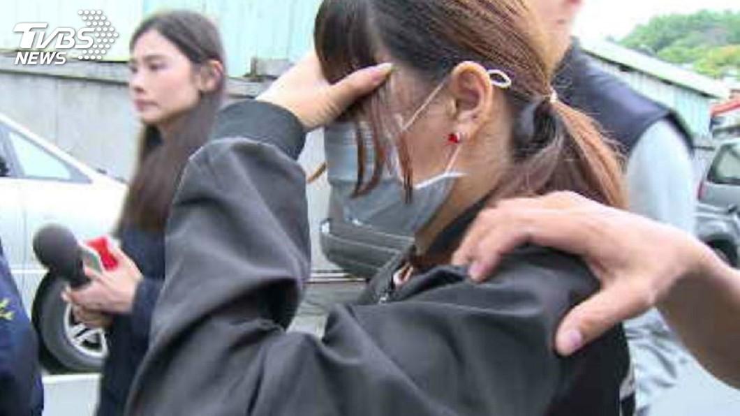 男童的林姓生母出席兒子告別式時,遭氣憤民眾上前毆打。(圖/TVBS)