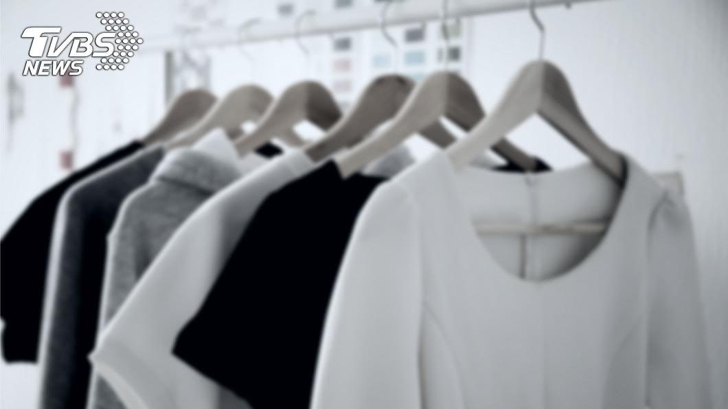 示意圖/TVBS 男子下班後曬衣服 半夜驚見陽台吊滿「許多人」