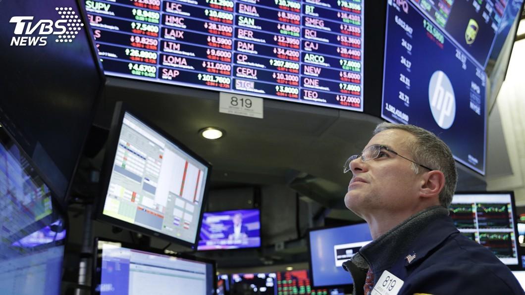 圖/達志影像美聯社 蘋果股價跌近5% 美股道瓊指數再挫551點