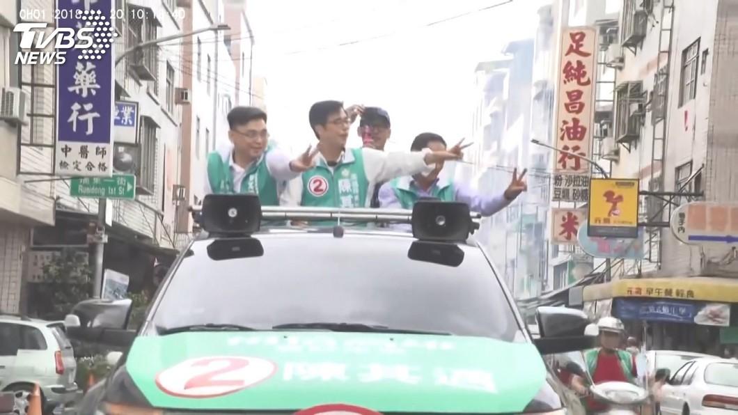 圖/TVBS 辯論後人氣旺 陳其邁掃街粉絲搖旗吶喊