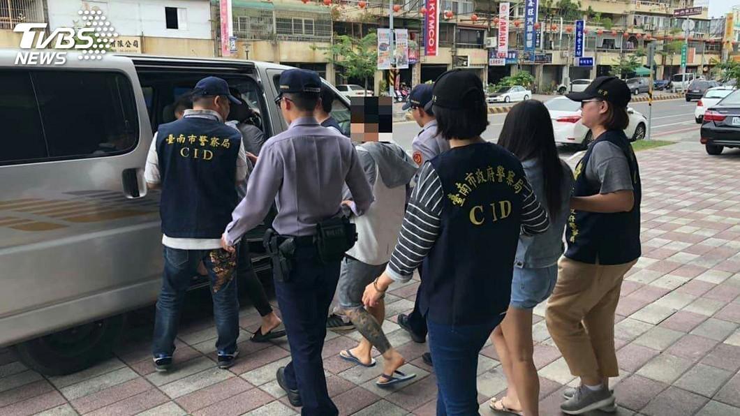 圖/中央社 男子謊稱遭搶 設局吞胞兄100萬元被逮送辦