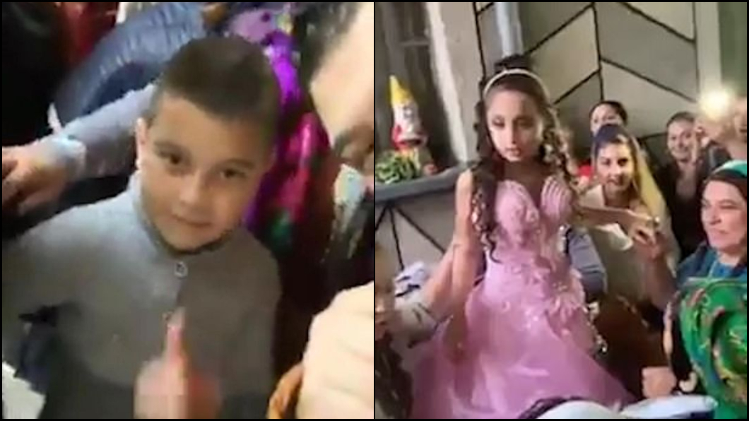 圖/翻攝《每日郵報》 8歲蘿莉披婚紗!主持人要10歲新郎玩具放下「娶某了」