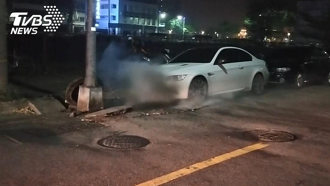 圖/TVBS 高雄清晨傳氣爆 「柏油路炸開」波及車輛