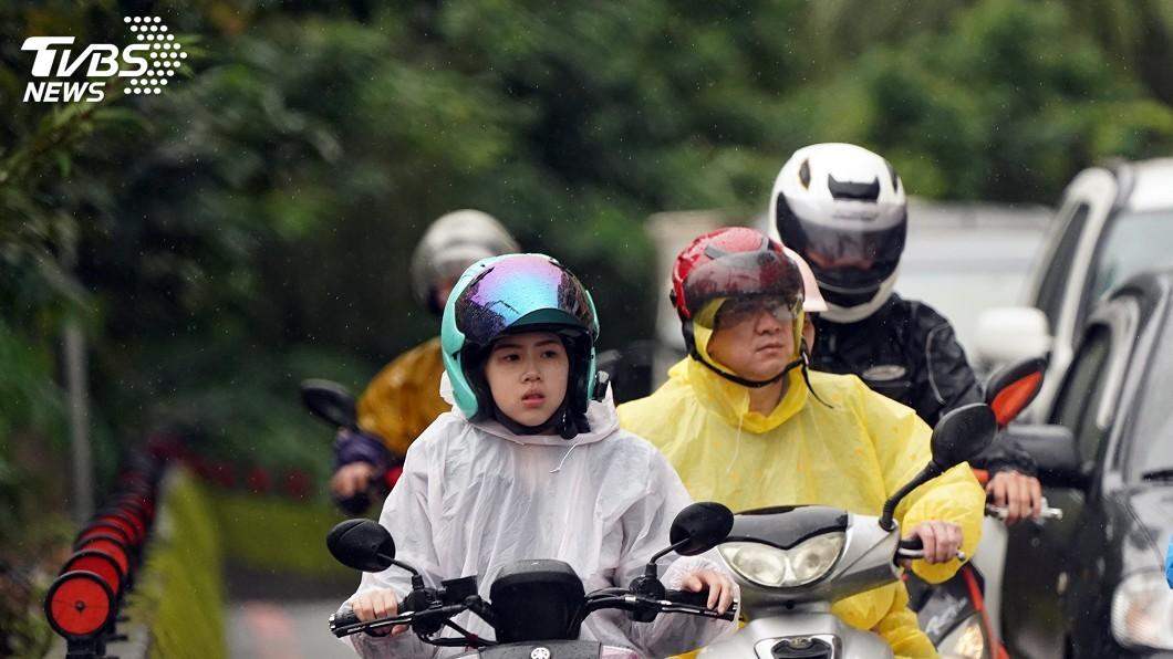 圖/中央社 鋒面影響白天易有陣雨雷雨 西半部雨勢較大