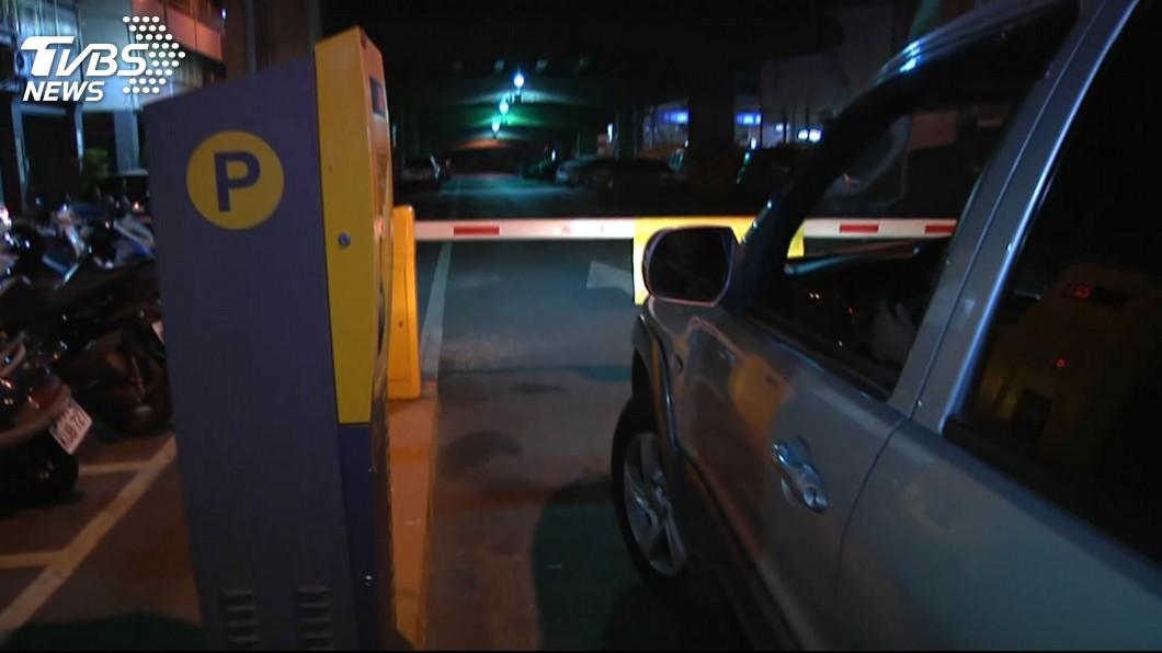 新北市一名男子利用停車場的漏洞,停了2個多月的霸王車。(示意圖/TVBS) 男開百萬名車代步 鑽漏洞省停車費白停2個月