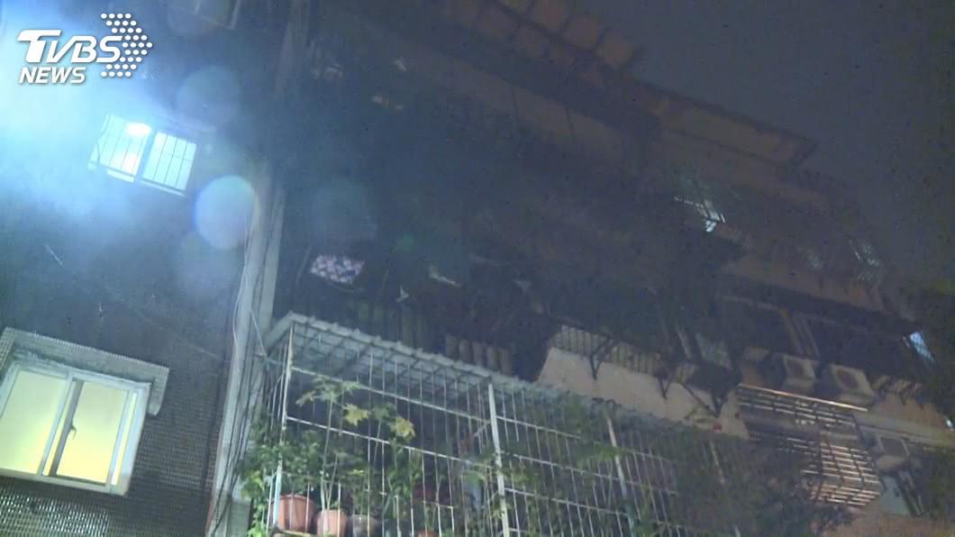 圖/TVBS 品牌曝光!行動電源爆炸燒毀他家 竟是「台灣認證」