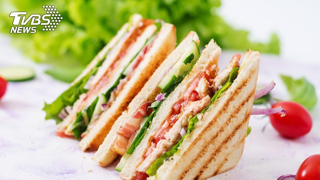 示意圖/TVBS 她吃三明治「這個舉動」驚呆同事 千人力挺:我也是!