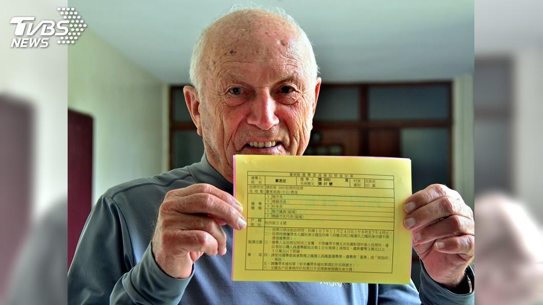 圖/中央社 88歲首投族 外籍歸化神職人員:很光榮