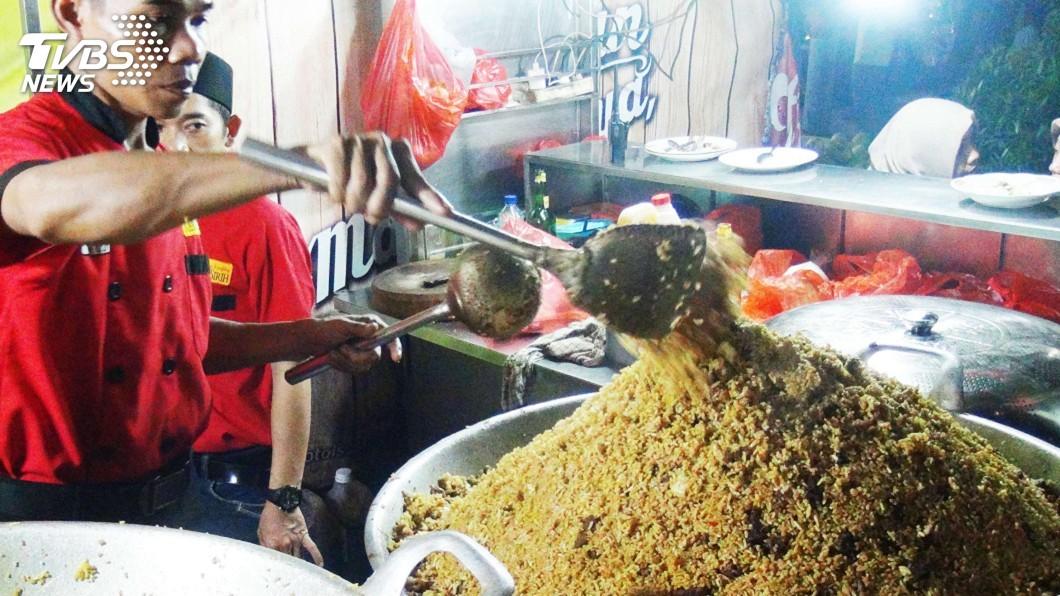 圖/中央社 風靡印尼一甲子羊肉炒飯 豐富調料攻味蕾