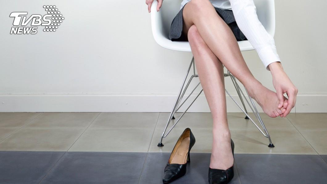 京都同仁堂 愛翹腳恐傷及脊椎 專家揭「6大傷腿習慣」