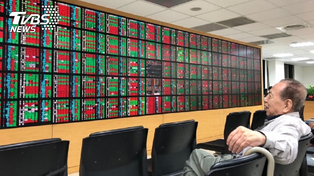 圖/中央社資料畫面 台積電、鴻海擺尾 台股創逾29年新高